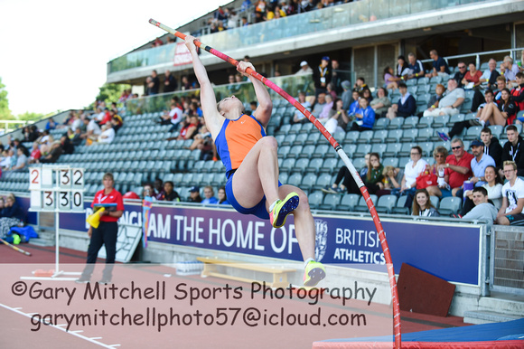 Inter Girls Pole Vault _ 17971